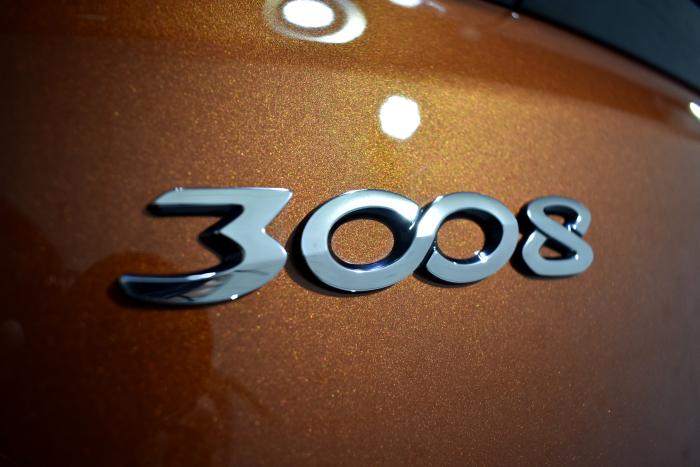 300808