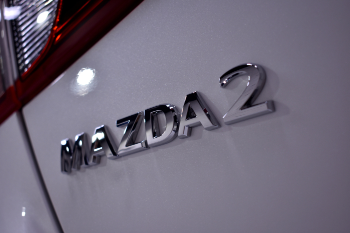 マツダ208